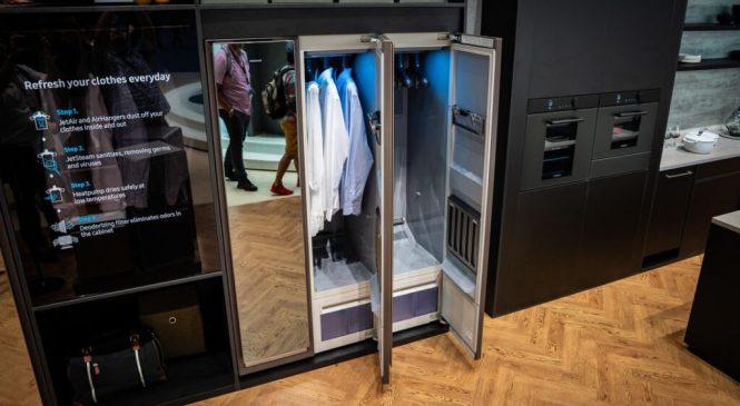 Samsung: armário da marca limpa e passa roupas sozinho