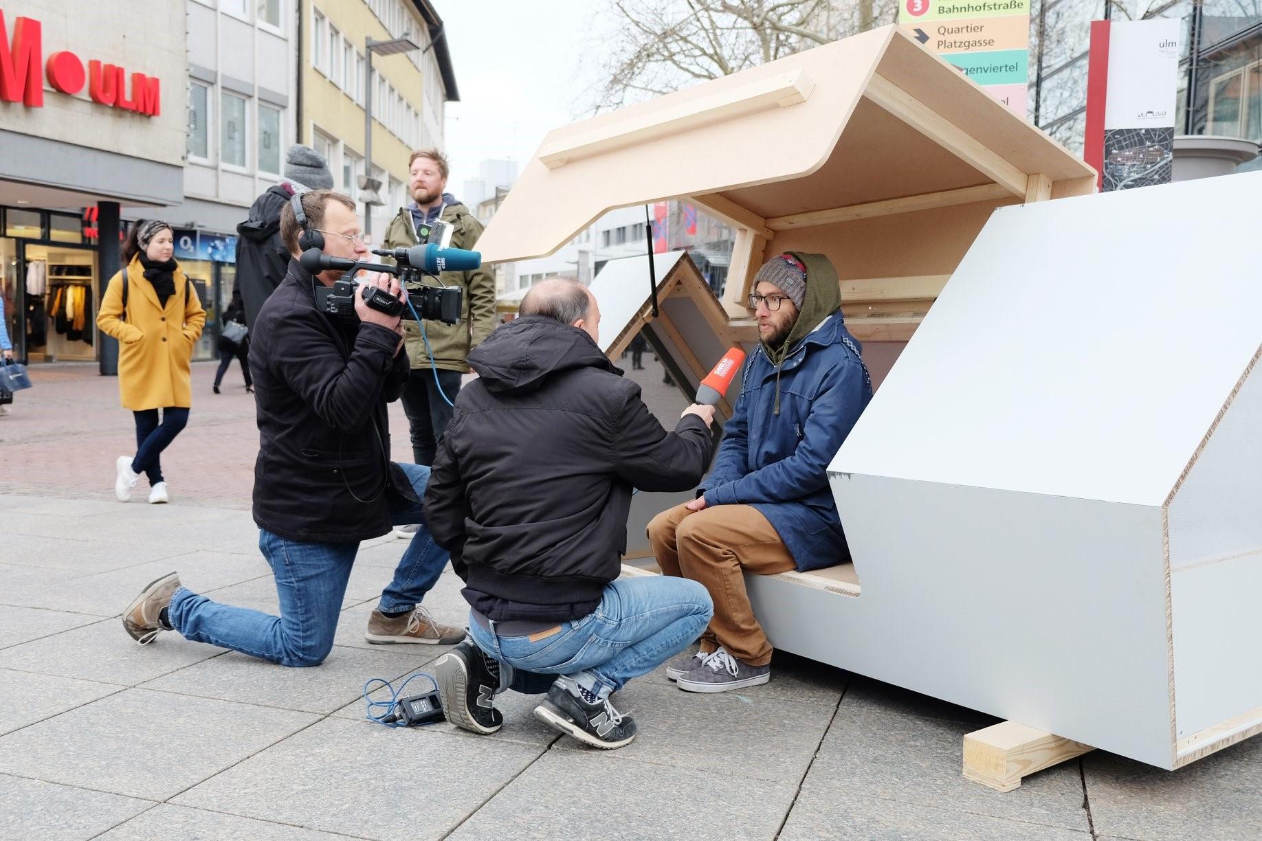 Alemanha cria cápsula abrigo para pessoas sem-teto, que protege do frio intenso e conta com energia solar