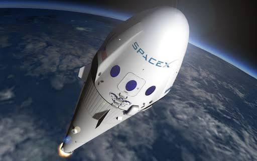 """SpaceX planeja voo espacial """"totalmente civil"""" no fim do ano"""