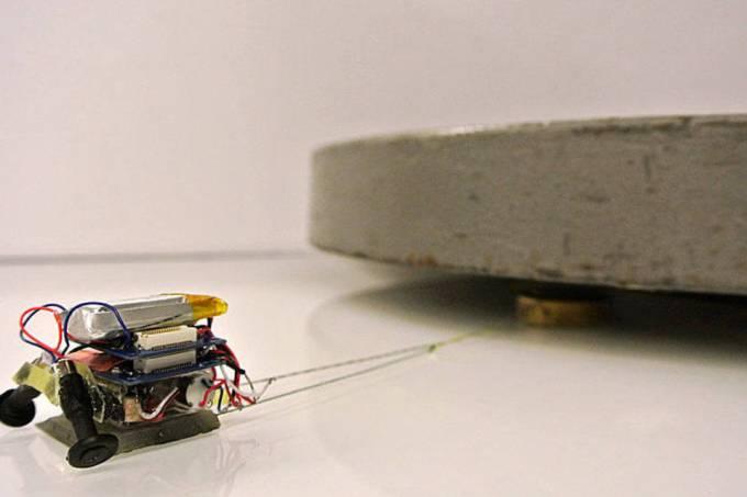 Engenheiros criam micro robô capaz de carregar até 2 mil vezes o seu peso