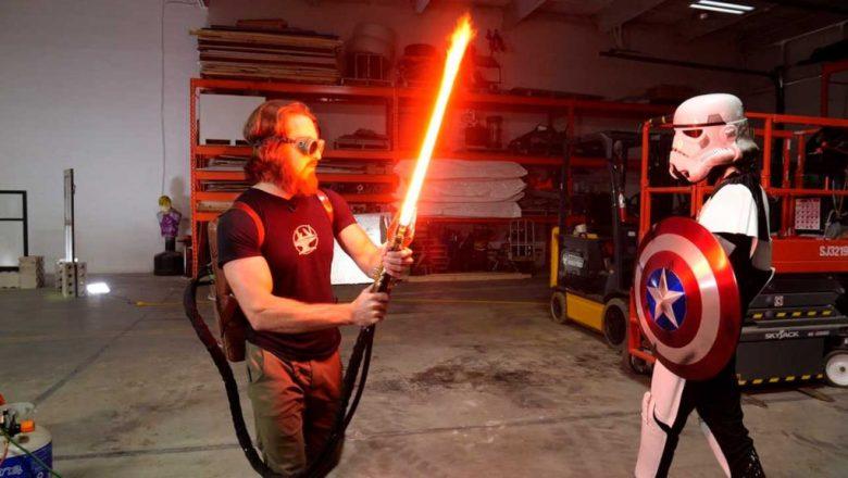 Engenheiro cria sabre de luz que corta até aço